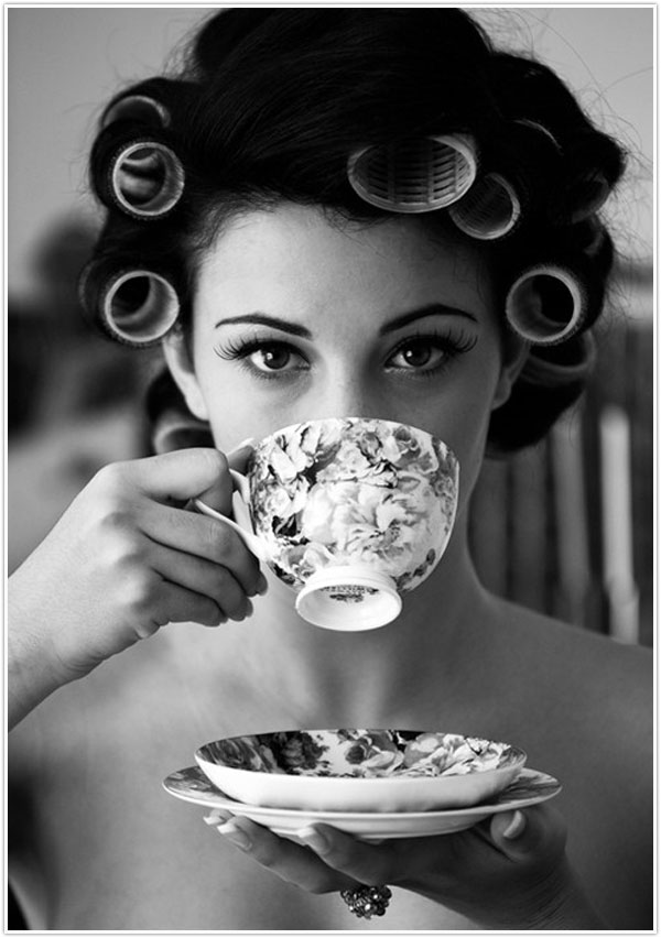 girl_with_vintage_teacup